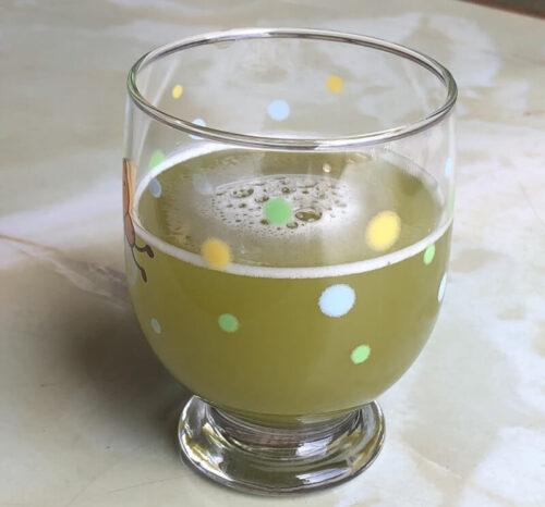 屋久島粉末緑茶、水でシェイク